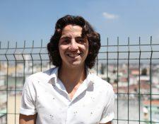 Alejandro Sago, cantautor guatemalteco, le apuesta a los ritmos latinos y electrónicos en su nueva canción. (Foto Prensa Libre: Keneth Cruz).