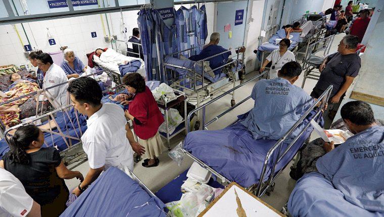 Los médicos de los hospitales públicos de Guatemala no cuentan con el equipo necesario para la crisis. (Foto Prensa Libre: Carlos Hernández)