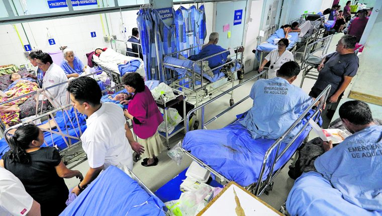 El personal de Salud debe contar con el equipo de seguridad para protegerlos del contagio contra el covid-19. (Foto Prensa Libre: Hemeroteca PL)