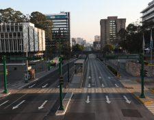 Calles vacías en la ciudad de Guatemala, a la hora del toque de queda por el coronavirus. (Foto Prensa Libre: Oscar Rivas)