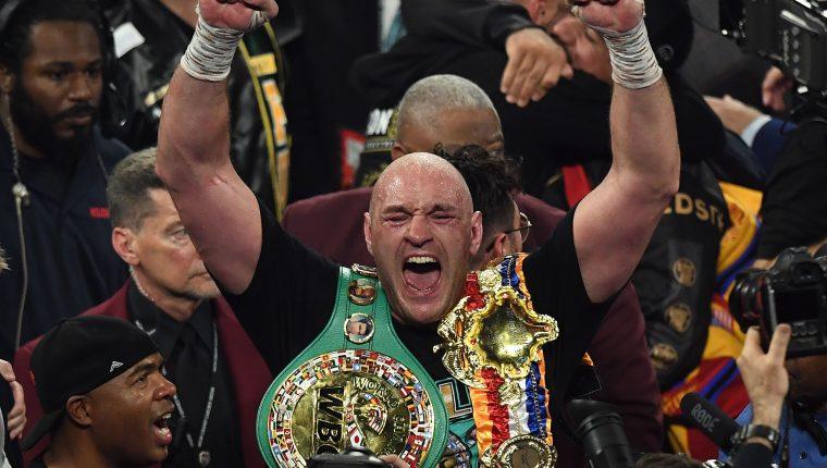 Tyson Fury celebra después de derrotar a Deontay Wilder, en febrero. (Foto Prensa Libre: Hemeroteca PL AFP)