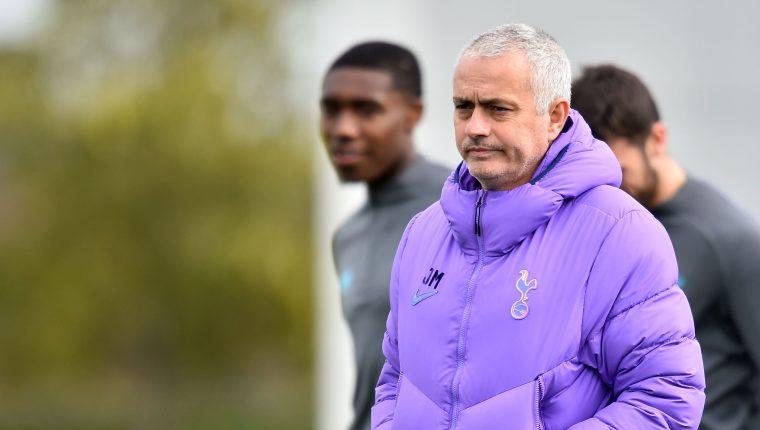 El entrenador portugués Jose Mourinho está obligado a buscar la clasificación a cuartos de Champions. (Fto Prensa Libre: AFP)
