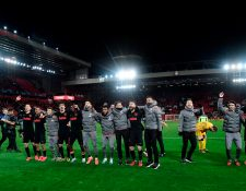 Atletico Madrid's players react at the final whistle during the UEFA Champions league Round of 16 second leg football match between Liverpool and Atletico Madrid at Anfield in Liverpool, north west England on March 11, 2020. (Photo by JAVIER SORIANO / AFP)