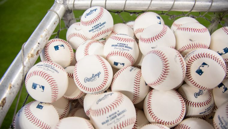 Las Grandes Ligas deberán cumplir con su protocolo para poder jugar.  (Foto Prensa Libre: AFP)