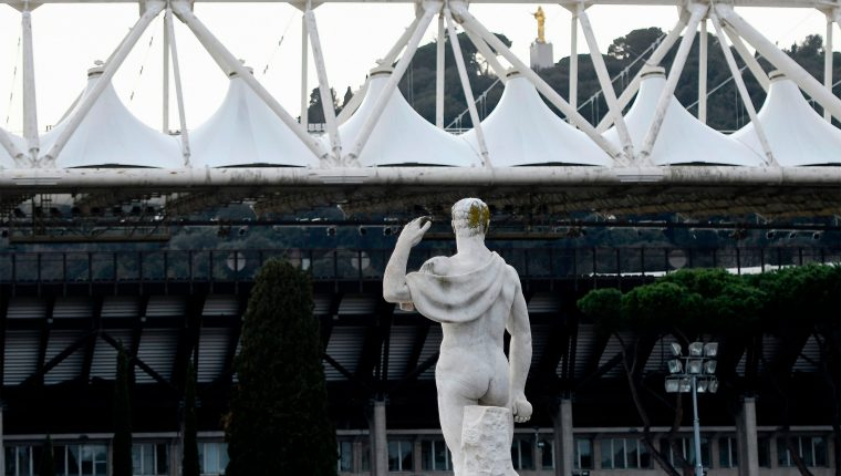 ¿Cuándo volverá el futbol? Una pregunta que los equipos y jugdores se hacen. ¿Qué pasará con los contratos?. (Foto Prensa Libre: AFP)