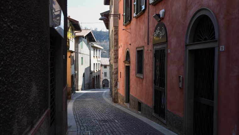 A view shows a deserted street in Vertova near Bergamo, Lombardy, on March 24, 2020, a village of some 5,000 inhabitants where 36 people have died of coronavirus in 23 days. (Photo by MIGUEL MEDINA / AFP)