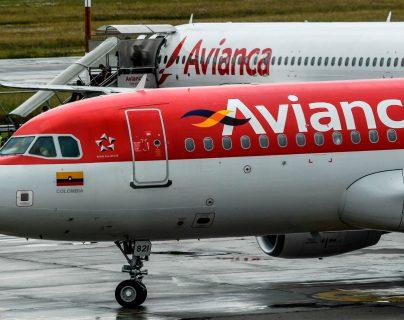 Aviones de la empresa Avianca en la pista del Aeropuerto Internacional El Dorado de Bogotá, Colombia. Foto Prensa Libre: AFP