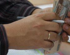 La Junta Monetaria aprobó modificar el Reglamento para la Administración del Riesgo de Crédito y permite que las personas puedan hacer solicitudes para flexibilizar sus obligaciones financieras con los bancos por seis meses. (Foto Prensa Libre: Hemeroteca)