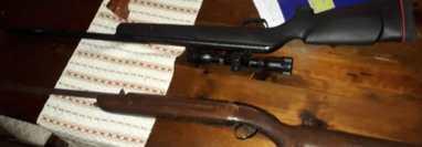Armas decomisadas a capturados señalados de haber dado muerte a cuatro personas en Jutiapa. (Foto Prensa Libre: MP).