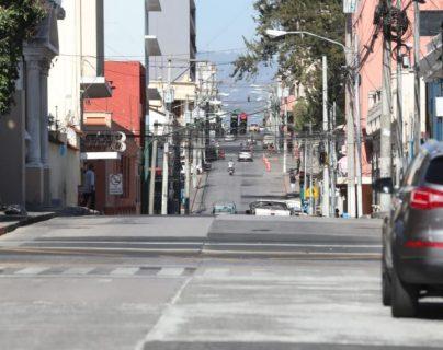 Calles en el Centro Histórico, en la zona 1 de la capital, lucen vacías por la alerta por el coronavirus. (Foto Prensa Libre: Érick Ávila).