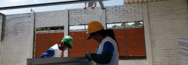 Los voluntarios ayudaron a una escuela que en la jornada vespertina tiene 640 alumnos. (Foto Prensa Libre: María Longo)