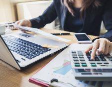 La disminución de la tasa líder de interés significa que el costo del dinero se abarate para los usuarios finales ya sea para el consumo, hipotecario o empresarial mayor o menor. (Foto Prensa Libre: Shutterstock)
