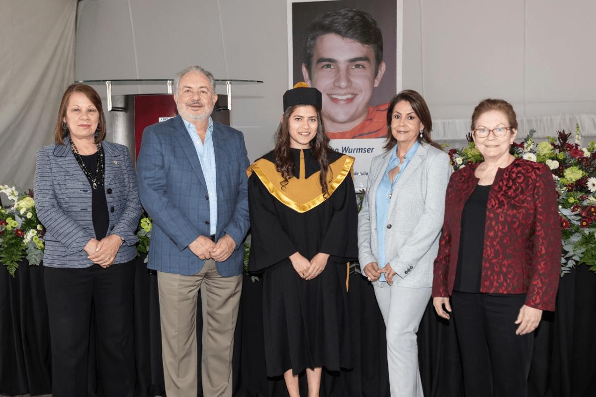 La beca Rodrigo Wurmser gradúa con honores  a su primera beneficiaria en la Universidad del Istmo