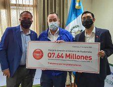 Claro hizo un donativo económico para el combate del coronavirus en el país. Foto Prensa Libre: Cortesía
