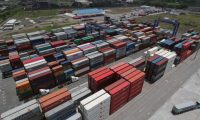 Tomas de la empresa APM Terminals,  en donde se descargan contenedores de los barcos cargueros en el Puerto Quetzal en el pacifico guatemalteco.  imagen:    Foto Estuardo Paredes             22/06/18