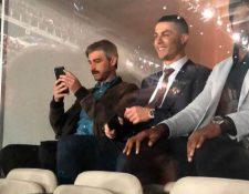 Cristiano Ronaldo observa el encuentro desde el palco del Santiago Bernabéu. (Foto Prensa Libre: Cortesía)