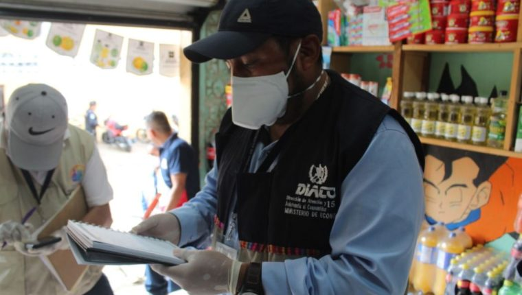 La Diaco efectúa operativos para detectar especulación en los precios de productos de la canasta básica. (Foto Prensa Libre: Diaco).