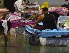 Un salvadoreño en cuarentena. (Foto Prensa Libre: AFP)