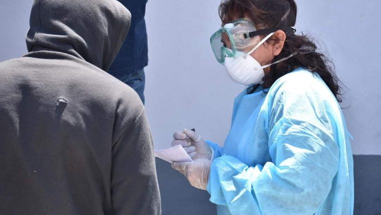 Los médicos son el grupo que están en contacto con la mayoría de población que podría estar contagiada del Covid-19. (Foto Prensa Libre: cortesía)