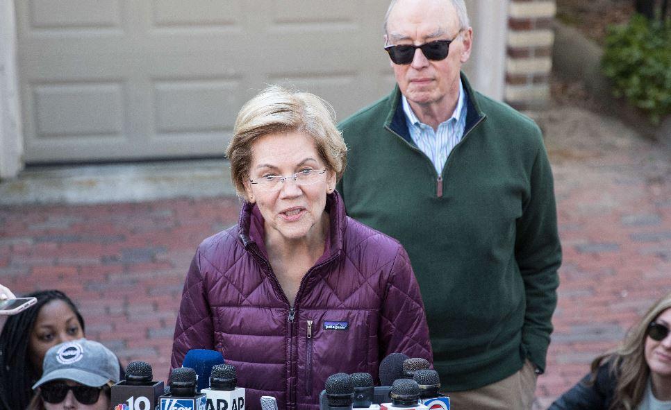 Elizabeth Warren deja la carrera demócrata a la Casa Blanca sin respaldar a ningún rival