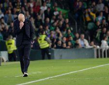 Zinedine Zidane, durante el partido frente al Betis. (Foto Prensa Libre: AFP)