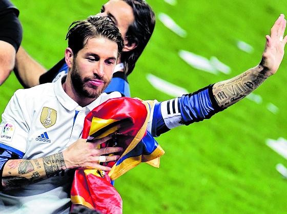 Sergio Ramos, durante le festejo del Real Madrid, después de ganar LaLiga en la temporada 2016-17. (Foto Prensa Libre: Hemeroteca PL)