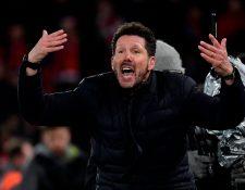 El 'Cholo' Simeone vivió con intensidad el partido en Anfield. (Foto Prensa Libre: AFP)