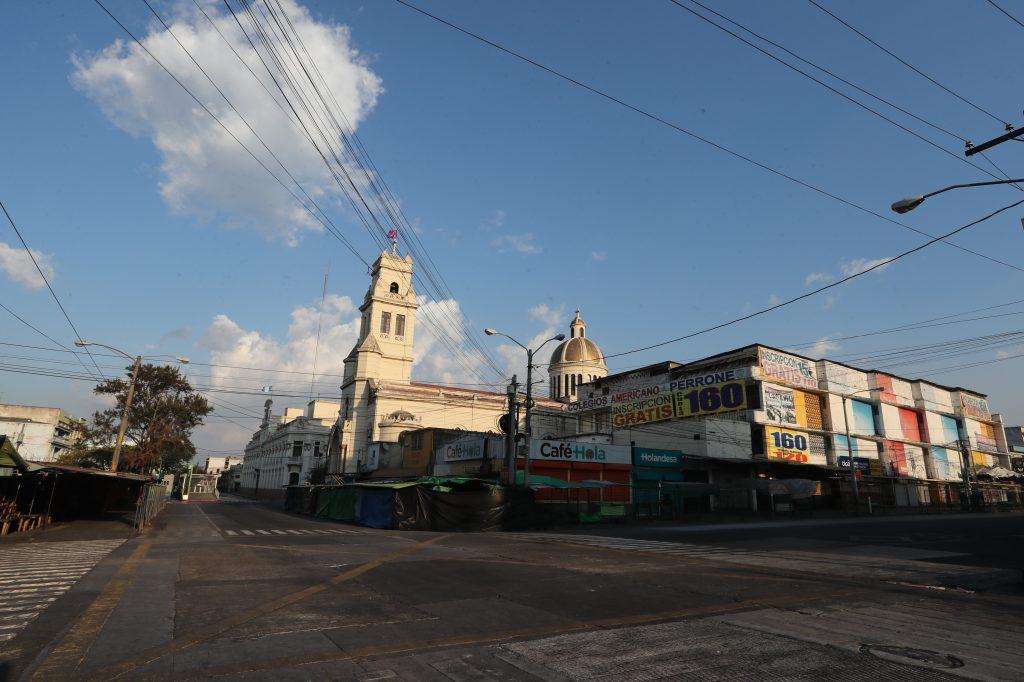 El crucero de la sexta avenida y 18 calle, zona 1, es un lugar que a las cinco de la tarde ve pasar a cientos de personas que regresan a sus hogares. Foto Prensa Libre: Óscar Rivas