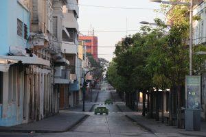 En el Paseo de la Sexta están únicamente los topes de la Policía Municipal al medio de las calles. Foto Prensa Libre: Óscar Rivas