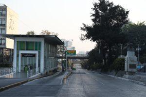La sexta avenida a un costado de la Municipalidad de Guatemala es otro de los lugares en los que los vehículos encuentran un punto de convergencia después del  horario de trabajo en el Centro Cívico. Foto Prensa Libre: Óscar Rivas