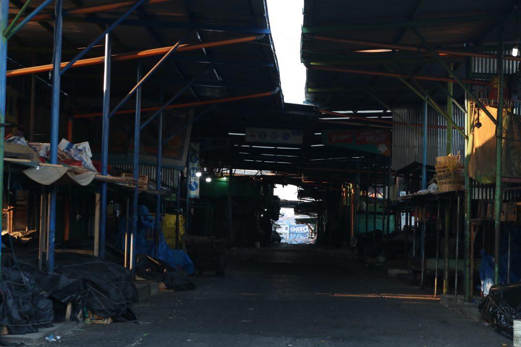 Las ventas del mercado más grande del país, La Terminal zona 4, se pueden observar sin productos o vendedores. Foto Prensa Libre: Óscar Rivas