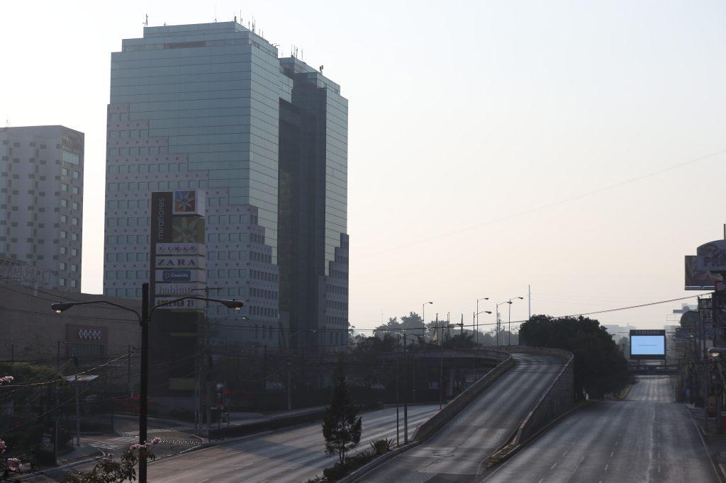 El ingreso a los centros comerciales en la zona 11 está en total calma. Foto Prensa Libre: Óscar Rivas