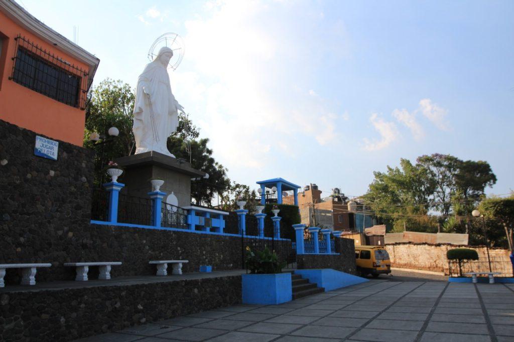 El mirador de la Virgen en Mixco  es un lugar de concentración de vecinos y turistas. Foto Prensa Libre: Byron García