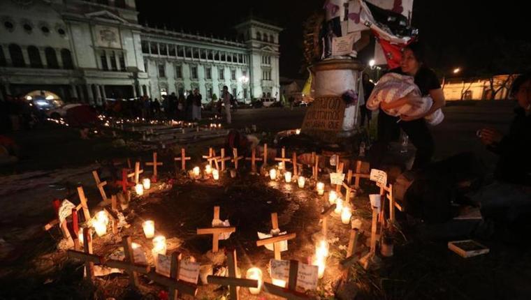Conmemoran tragedia en el Hogar Seguro y denuncian a trabajadora señalada de trata
