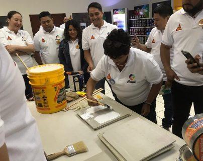 Grupo Solid y Sika se unen para llevar sus productos a tofa la población guatemalteca. Foto Prensa Libre: Cortesía