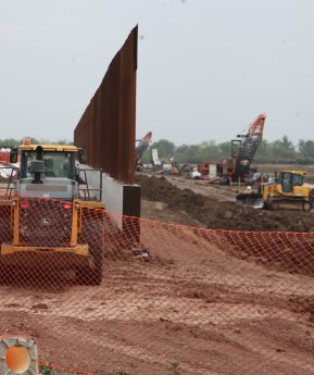 El muro y la tecnología intentan frenar la migración irregular hacia EE. UU.