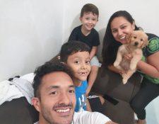 La familia Jerez disfruta de los momentos juntos y confían que pronto pasará esta crisis. (Foto Prensa Libre: Ricardo Jerez)