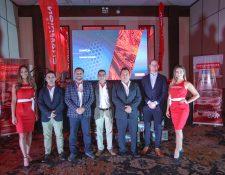 Ejecutivos y Representantes de lubricantes Champion presentaron la gama de productos que llegan al mercado guatemalteco. Foto Prensa Libre: Norvin Mendoza