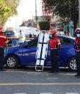 La víctima quedó en un vehículo en la la Avenida Elena y 9a calle de la zona 1. (Foto Prensa Libre: Miriam Figueroa).