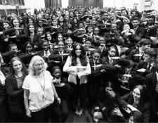 La Duquesa de Sussex participó con 700 estudiantes en charla acerca de la igualdad de género. (Foto Prensa Libre: Instagram Sussexroyal).