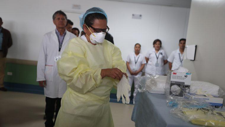 Demostración de la atención a pacientes contagiados de covid-19 en el hospital de Villa Nueva, previo a la llegada del nuevo coronavirus en Guatemala. (Foto Prensa Libre: Hemeroteca PL)
