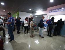 Extranjeros que provengan de EE. UU. y Canadá no podrán ingresar al país. (Foto Prensa Libre: Carlos Hernández)