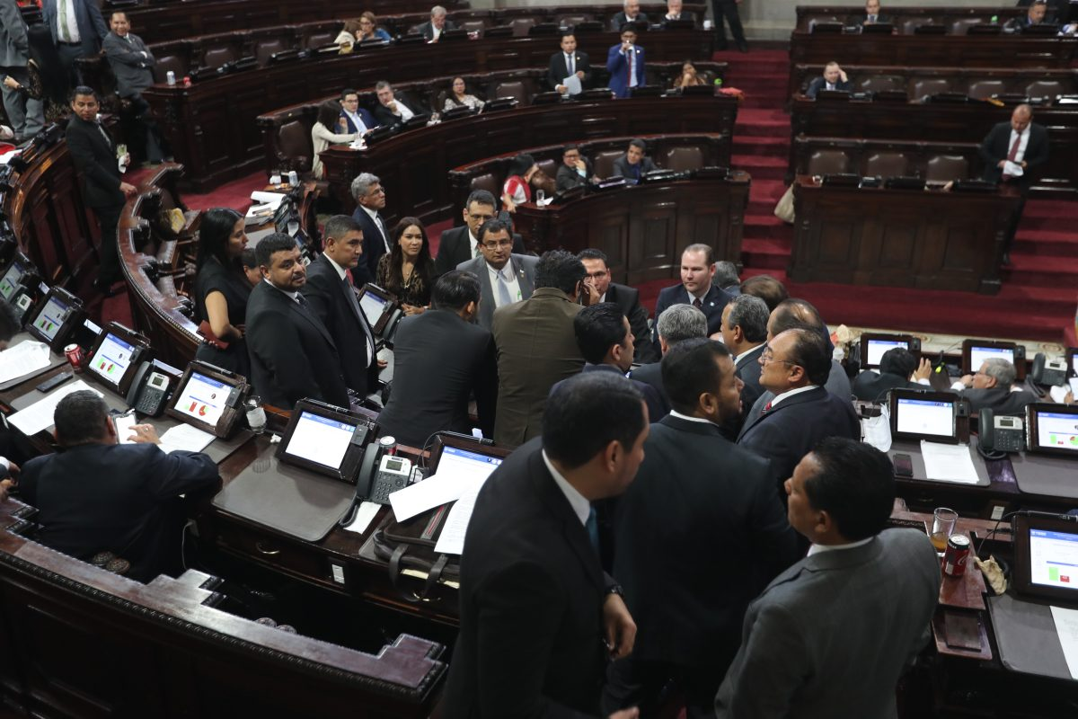 Diputados eligen a puerta cerrada a magistrados titulares y suplentes al TSE