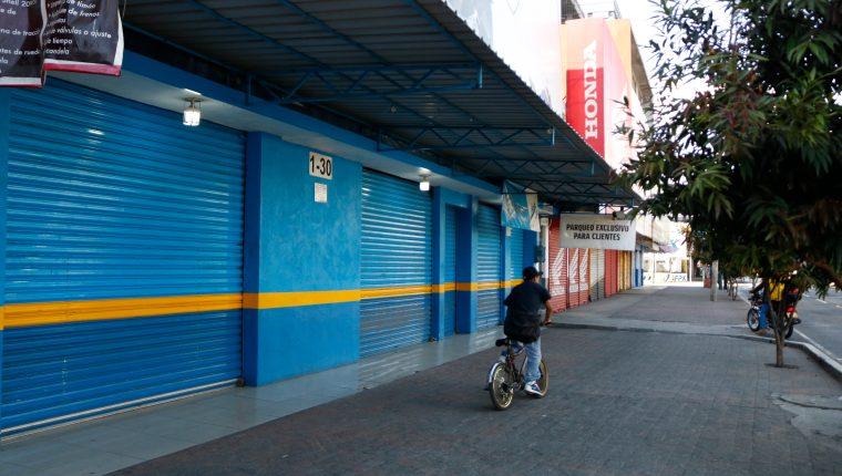 Las personas que no atiendan la prohibición de andar en las calles durante el estado de sitio podrían ser enviadas a prisión. (Foto Prensa Libre: Hemeroteca PL)