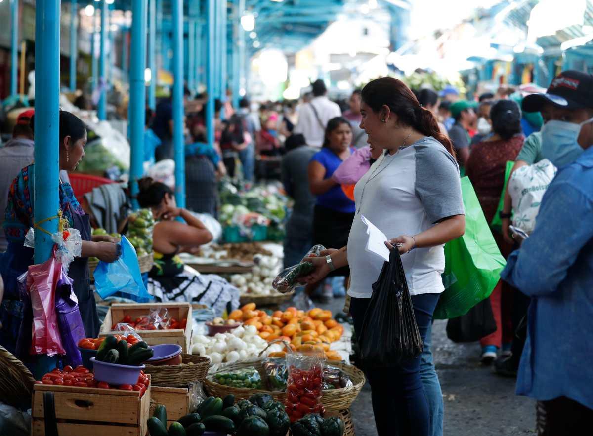 Migrantes sostienen por lo menos a 6 de cada 10 hogares que reciben remesas
