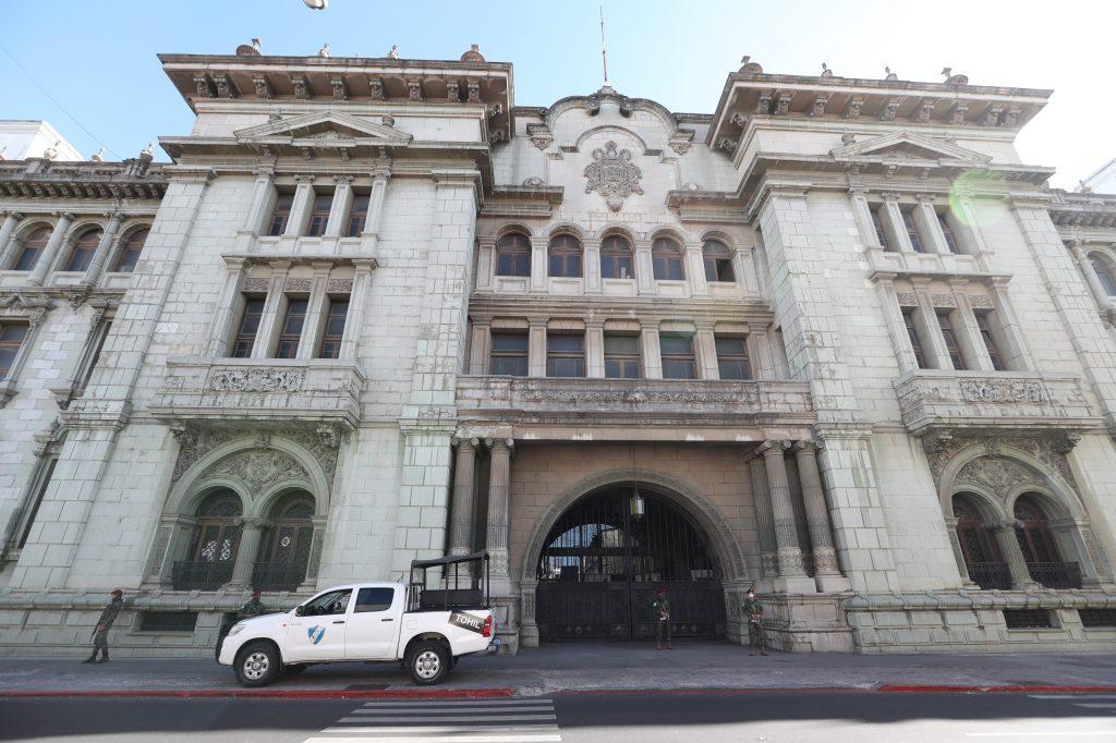 En los alrededores del Palacio Nacional de la Cultura elementos del Ejército custodiaban las entradas.