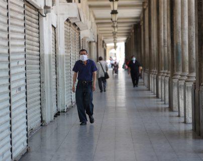 Negocios cerrados figuraban a finales de marzo en la zona 1 capitalina. (Foto Prensa Libre: Érick Ávila)