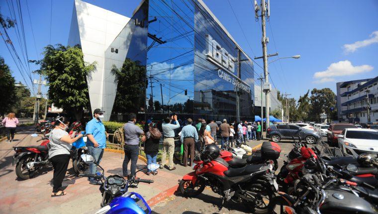 Las autoridades del IGSS aseguran que sí enviaron la información de los casos. (Foto Prensa Libre: Juan Diego González)