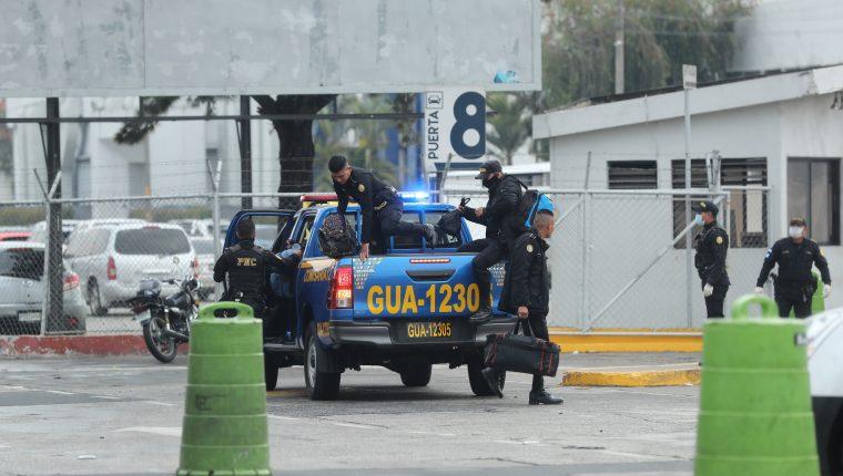 Ingreso al hospital temporal en el Parque de la Industria. (Foto Prensa Libre: Hemeroteca PL)