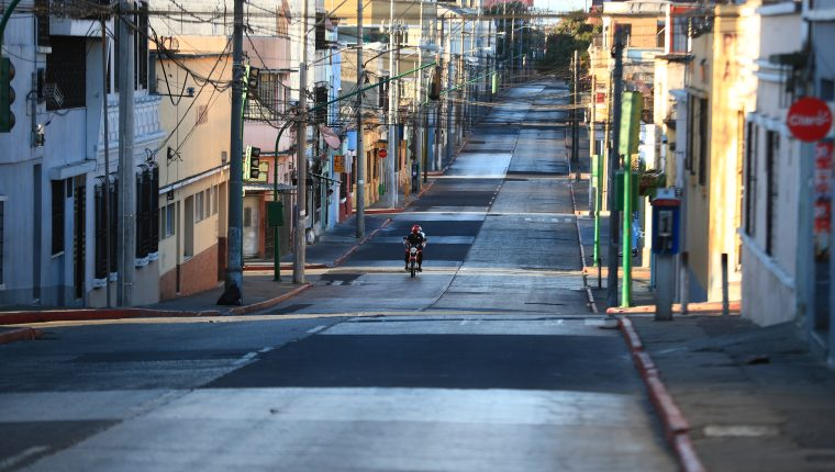 Toque de queda en la ciudad de Guatemala, como medida para prevenir mas infecciones de civid-19 (Foto Prensa Libre: Carlos Hern‡ndez)